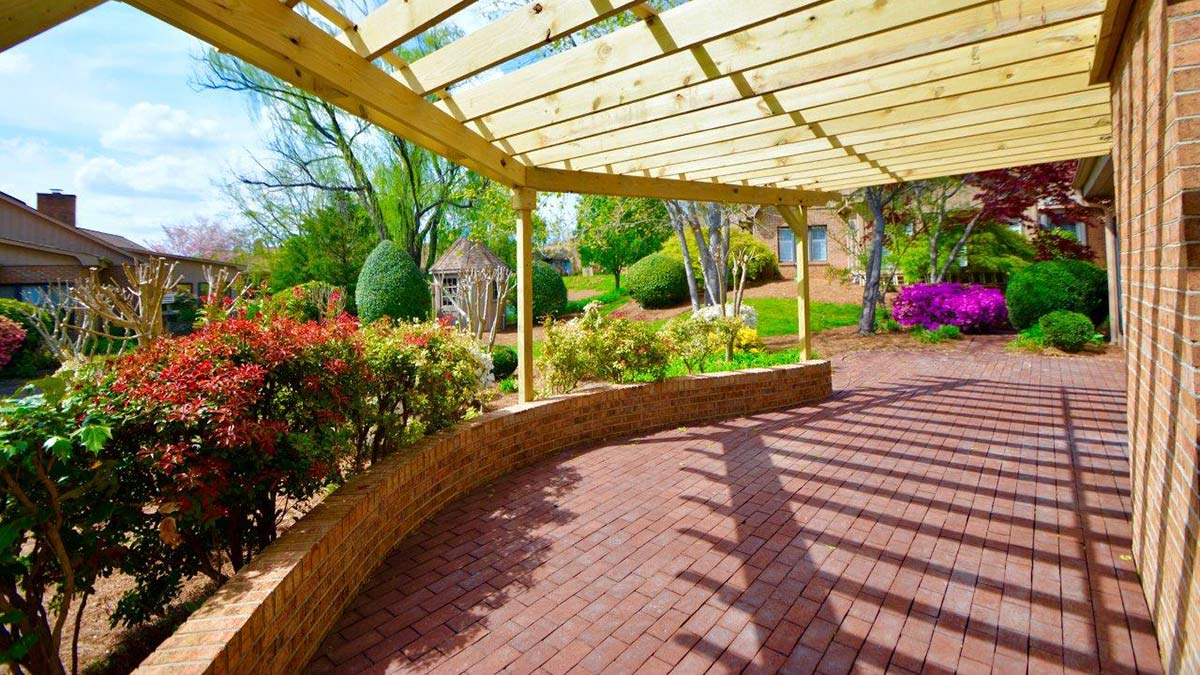 Bermuda Village - Independent Living - Patio