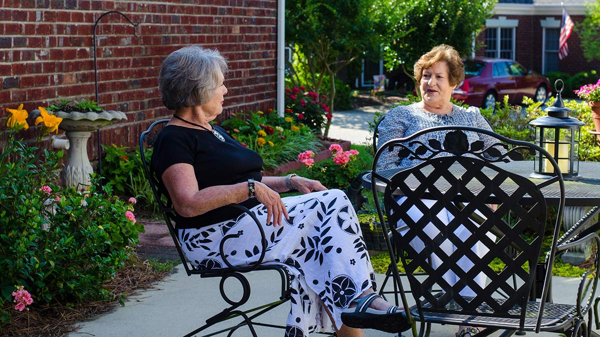 Windsor Point - Independent Living - Ladies on the Patio